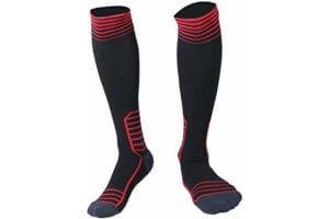 medias de futbol negras y rojas
